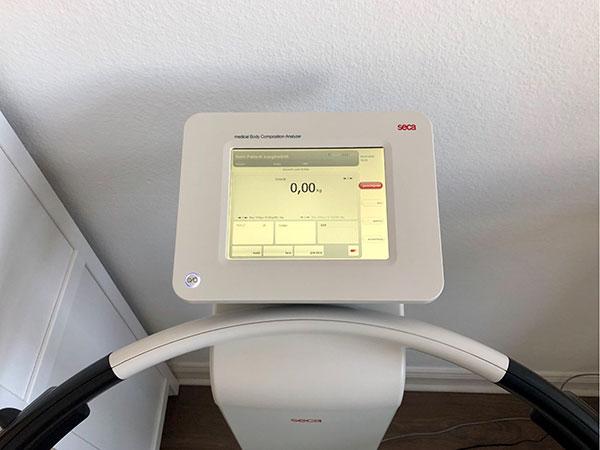 Display der Waage zur BIA-Messung